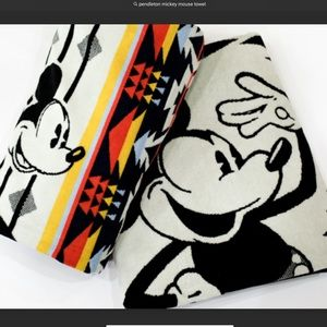 PENDELTON MICKEY MOUSE SPA TOWEL LIMITED NWT
